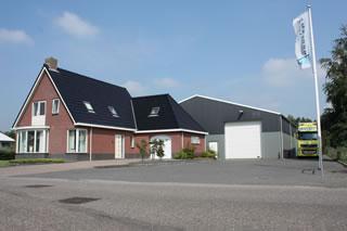 Bedrijfswoning met loods for Huizen te koop friesland